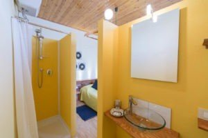 Ensuite bathroom cheap B&B Lucca