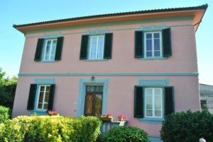 B&B Villa Sunrise casa di color rosa